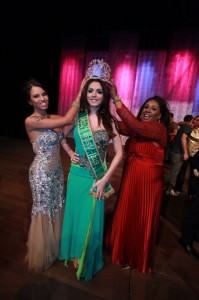 Ex BBBAriadna e Majorie.Marchi coroam a Miss Transexual 2012 do Distrito Federal