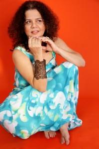Primeiro disco de Sandra Simões revela a personalidade musical da artista, que transita entre ritmos diversos como compositora e intérprete