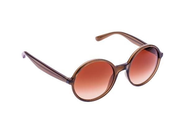 Há tempos que os óculos deixaram de ser simples instrumentos de correção  visual para serem grandes aliados para compor o visual das pessoas. be5a72cf26