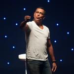 'Vida de Solteiro': Renato Piaba no palco do  Teatro Jorge Amado