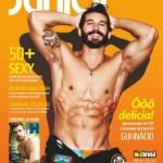 Apresentador do TNT Movie Club Gui  e resultado dos  50 homens  mais sexy  do Brasil são destaques da revista Junior