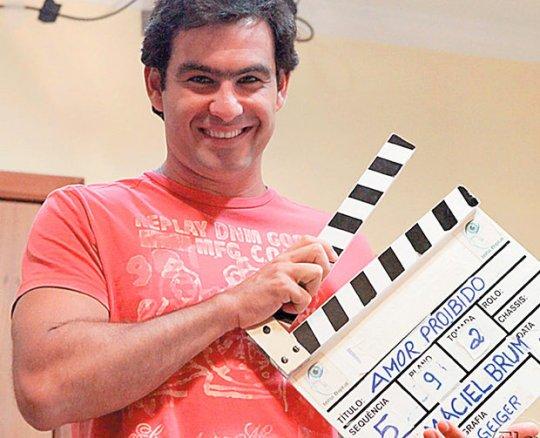 O ator Thierry Figueira está confirmou presença  no dia 25 durante a exibição do curta-metragem Amor Proibido.