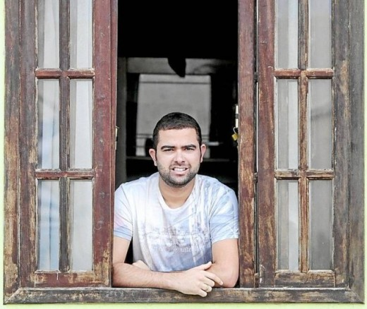 O estudante Max Goudar organiza festa de Natal para pessoas carentes em São Gonçalo, no Grande Rio: ' Agência O Globo / Pedro Kirilos