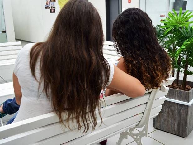 Caroline e Natália levaram o caso à Coordenação de Políticas para a Diversidade Sexual (Foto: Adriano Oliveira/G1)