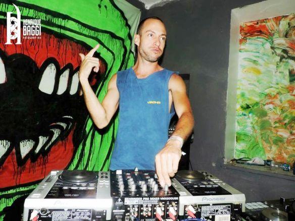 DJ-Demectron2