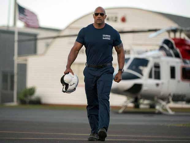 Dwayne Johnson em 'Terremoto: A falha de San Andreas' (Foto: Divulgação)