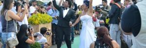 Primeiro casamento coletivo de parceiros homossexuais do DF, no Dia Mundial do Orgulho Gay, comemorado neste domingo (28), em frente ao Congresso Nacional (Antonio Cruz/Agência Brasil)