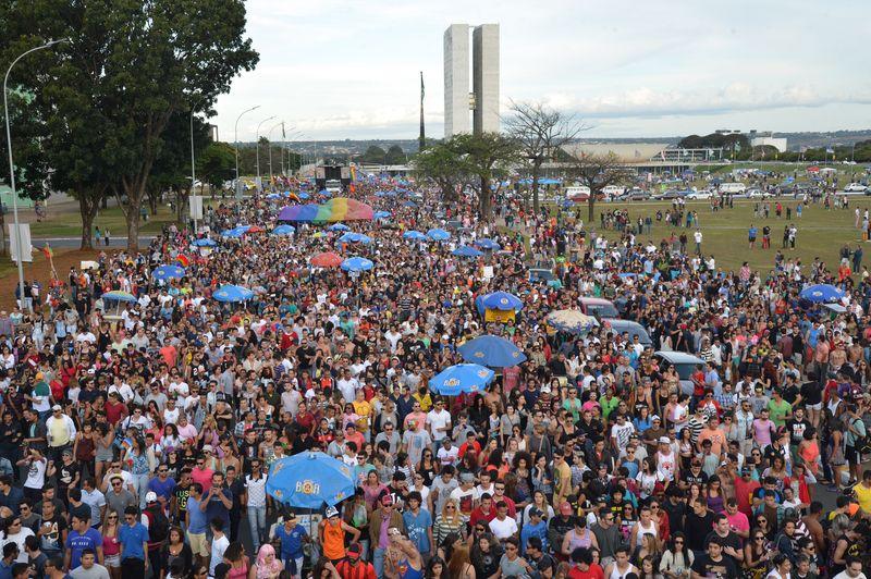 18ª Parada do Orgulho LGBTS de Brasília, com o tema deste ano - À igualdade, digo sim -, quer reforçar o direito ao casamento entre pessoas do mesmo sexo (Antonio Cruz/Agência Brasil)