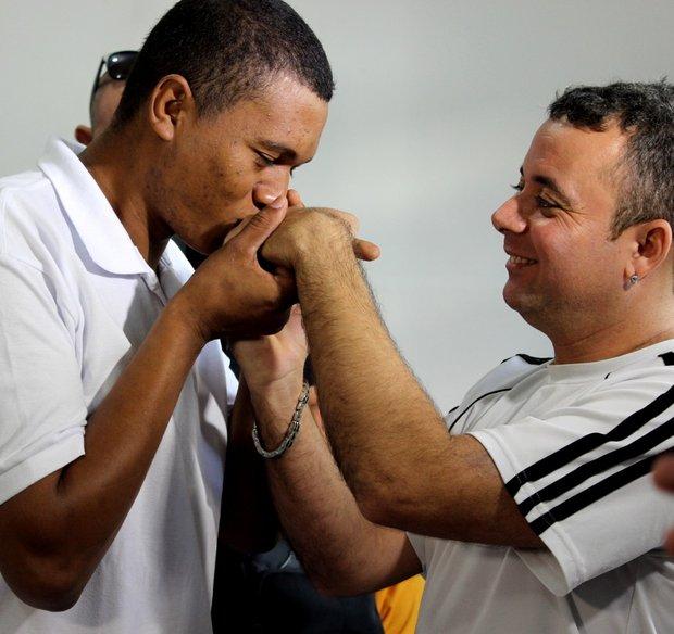 Rael e Mauro se conheceram dentro do presídio (Foto: TJ-MT)