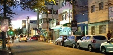 O crime aconteceu por volta das 2h30, na Rua Frei Caneca, nas imediações do pátio de eventos de Caruaru, no Agreste pernambucano Foto: Diego Martinelly/TV Jornal Caruaru