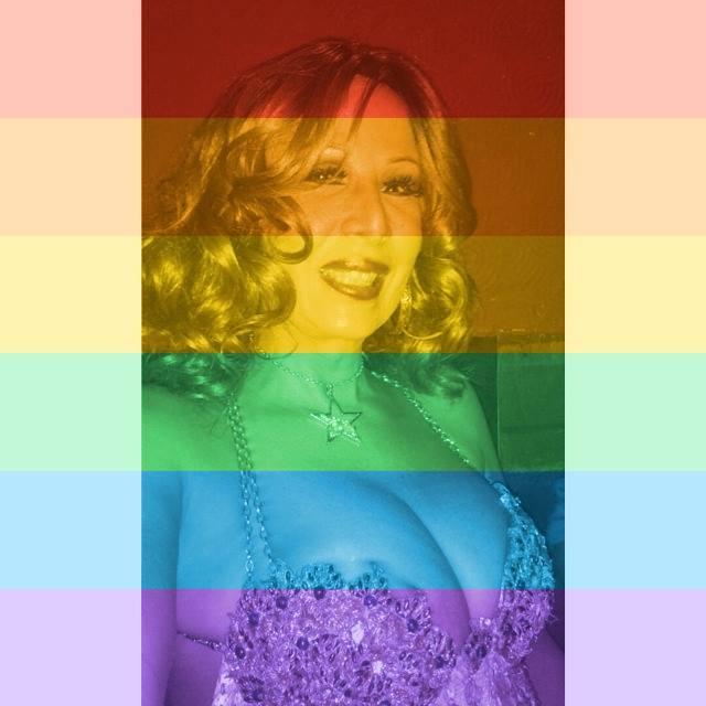 A militante Marina Garlen  também  trocou  foto de perfil no Facebook em apoio à aprovação do casamento gay nos EUA (Foto: Reprodução/Facebook)