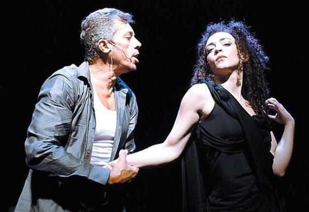 Osvaldo Mil e Laila Garin protagonizam o musical Te Amo Mesmo Assim, em cartaz neste fim de semana (Foto: Divulgação)