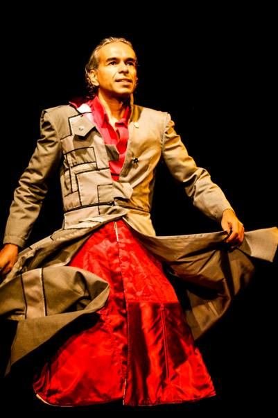 O Tigre é um espetáculo que fala de questões atuais de ordem política, cultural e social.