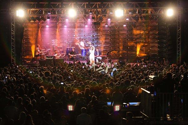 Musa Maria Rita encanta o público com repertorio de samba (Foto: Vaner Casaes/BAPRESS)