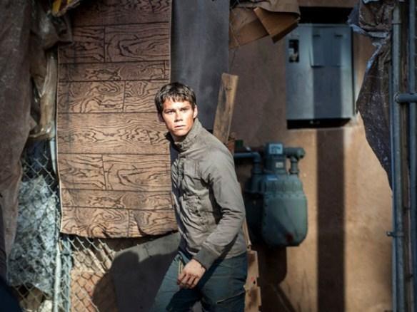 O ator Dylan O'Brien na pele do jovem Thomas, protagonista do filme 'Maze Runner: Prova de fogo', segundo longa baseado na série best-seller de mesmo nome (Foto: Divulgação)