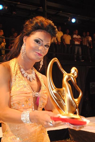Participação e prêmio no miss Bahia gay 2010 .