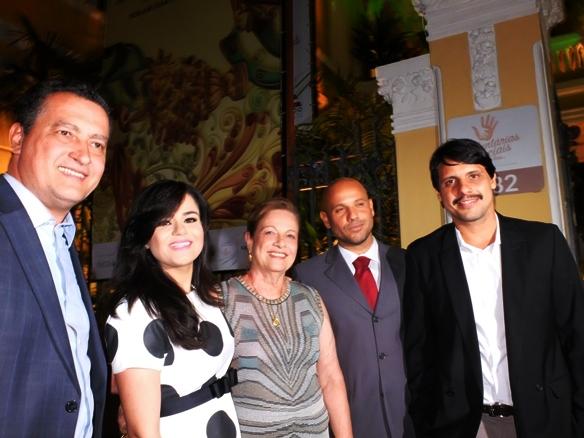 Governador Rui Costa , primeira-dama do Estado, Aline Peixoto, Luisinha Brandão da diretora da Casa Cor na Bahia e familiares  (Foto: Genilson Coutinho)