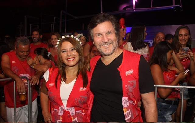 O ator Antonio Calloni se diverte com a esposa Ilse Rodrigues (Foto: Veri Lopes/ Agência FPontes)
