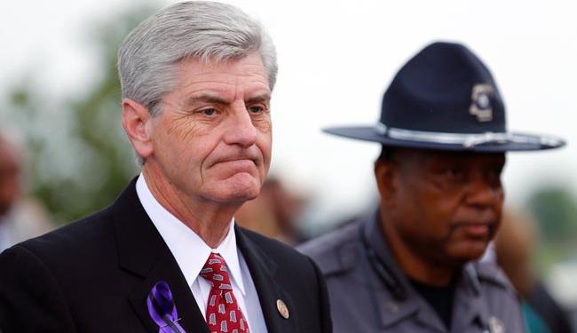 Phil Bryant, governador do Mississippi, não se mostra inclinado a revogar a lei (Foto: Agência Reuters)