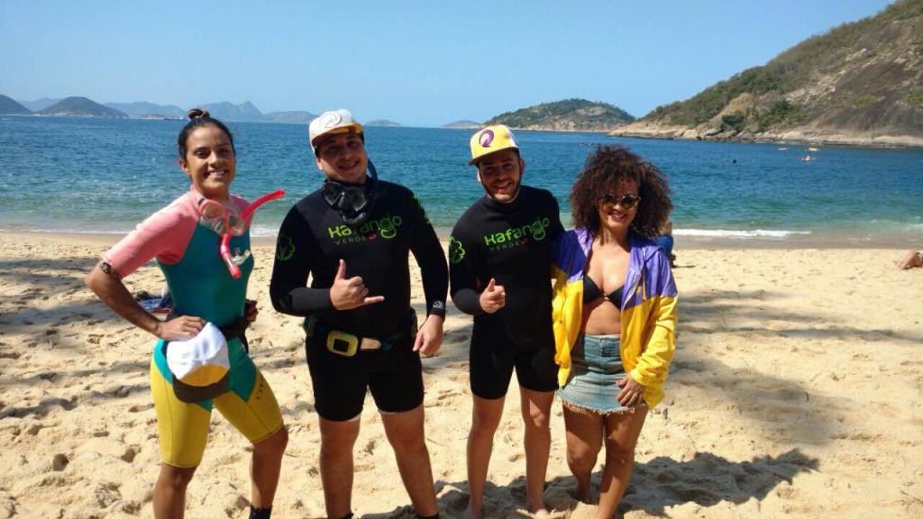 Ju Moraes, Renan da Resenha, Dan Valente e a blogueira Verena Barros na Praia Vermelha, Rio de Janeiro. (Crédito: Divulgação)