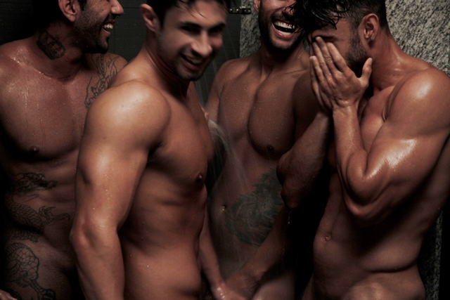 Dois homens na sauna - 5 7