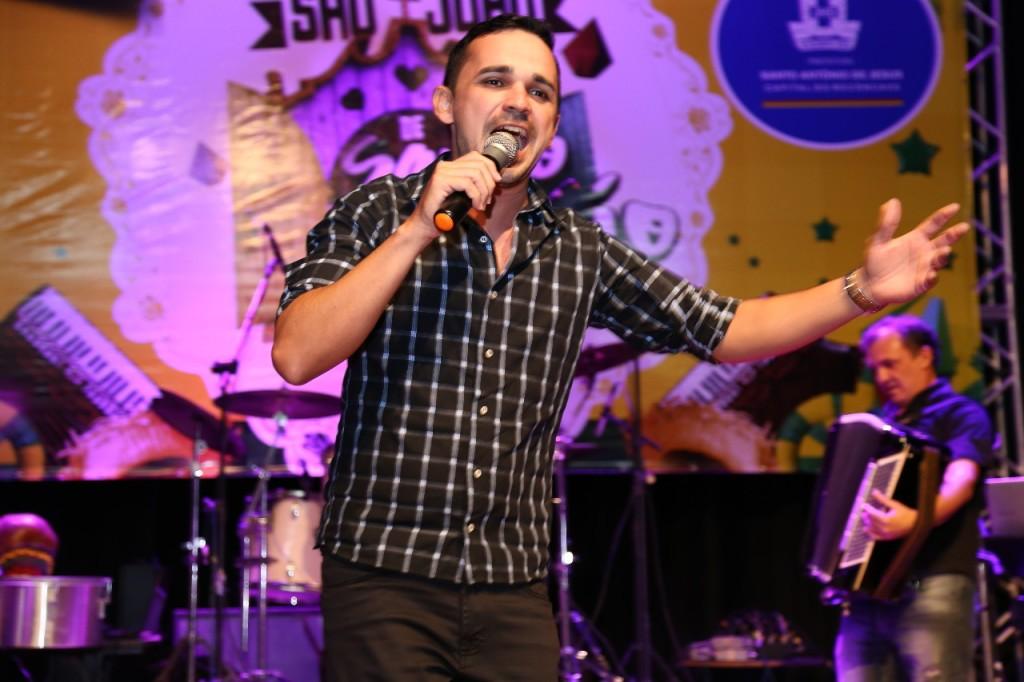 Luciano Vieira, interprete da canção Vem Ver (Foto: Divulgação)